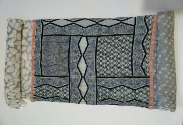 Дамски шал с геометричен принт